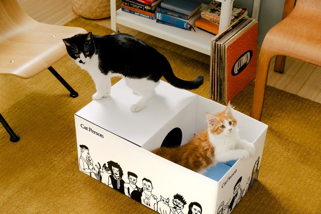 obal na produkty, ktorý slúži aj ako dom pre mačky