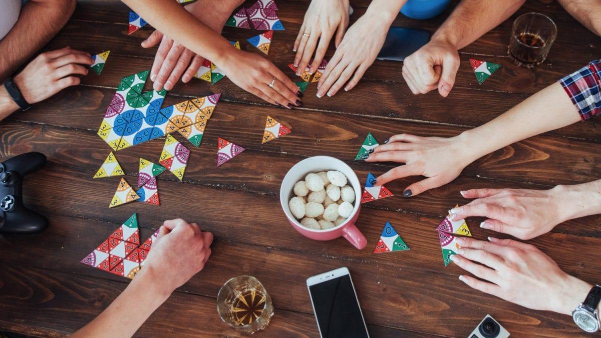 5 dôvodov, prečo sú spoločenské hry užitočné aj pre dospelých